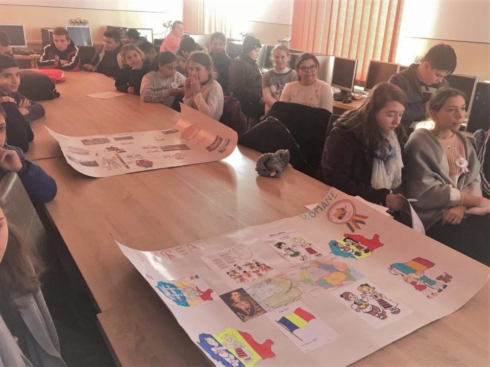 Hora Unirii a căpătat o nouă semnificație pentru elevii români și romi de la Remetea Chioarului